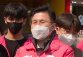 South Korea s main opposition United Future Party chairman Hwang Kyo Ahn on the campaign trail for the April 15 general elections in Jongno dist