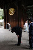 Japan remembers war dead at Yasukuni Shrine August 15 2017 Tokyo Japan  A man bows his head deeply at the gate of the controversial Yasukuni shrin
