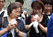 Japan remembers war dead at Yasukuni Shrine August 15 2017 Tokyo Japan  Two women hold white doves in their hands as they release them in the air