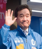 Former prime minister of South Korea and a candidate of the ruling Democratic Party for the April 15 general elections Lee Nak Yon on the campaign tr