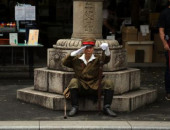 Japan remembers war dead at Yasukuni Shrine August 15 2017 Tokyo Japan  An elderly man in costume of Imperial Army salutes at the controversial Ya