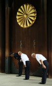 Japan remembers war dead at Yasukuni Shrine August 15 2017 Tokyo Japan  Three men bow their heads deeply at the gate of the controversial Yasukuni
